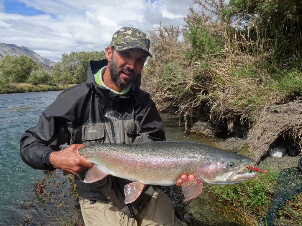 grosse truite rivière mouche